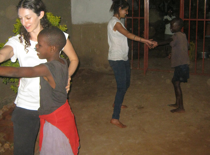 UGANDA: Arts Volunteer Program